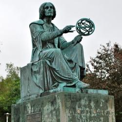 Statue of Nicolas Copernicus outside the old Montreal planetarium