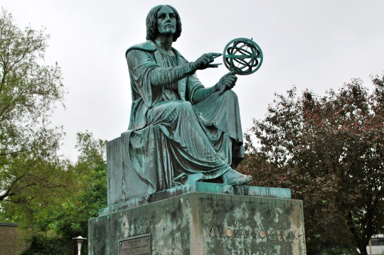 Statue of Nicolas Copernicus outside the old Montreal planetarium