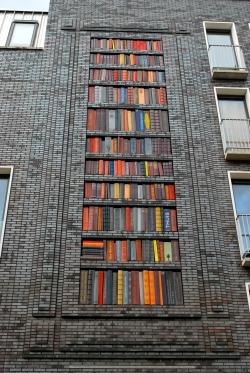 Bookshelf mural made of ceramic tile